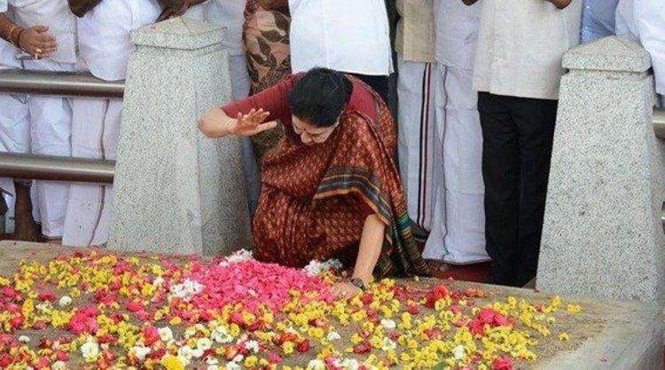 அக்.16ம் தேதி ஜெயலலிதா நினைவிடத்தில் அஞ்சலி செலுத்துகிறார் சசிகலா...
